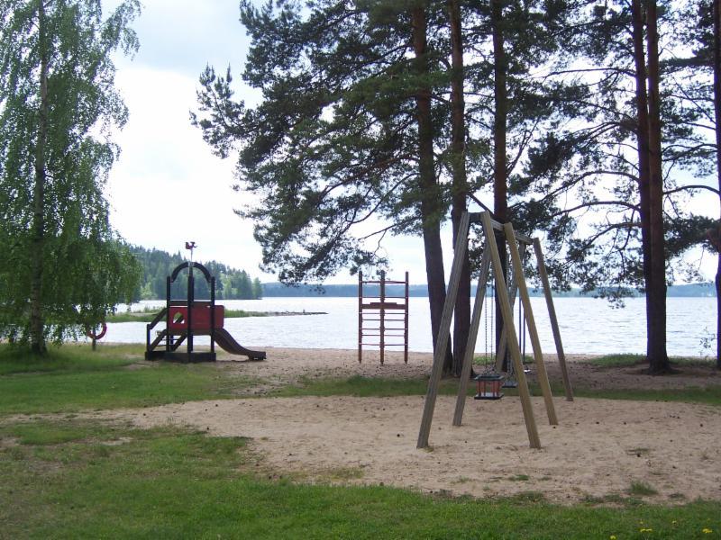 Lomakylän leikkipuisto.
