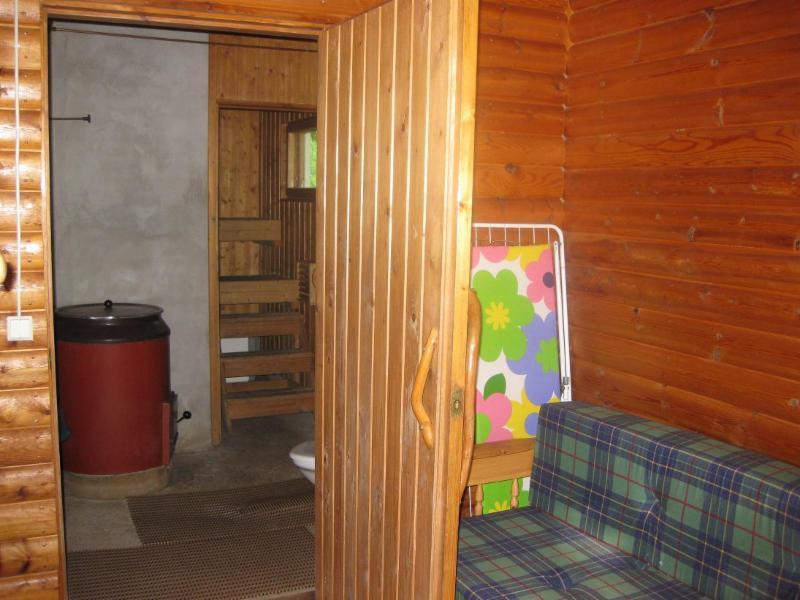 saunan pukuhuone, jossa lisävuode