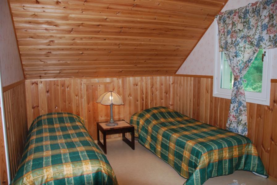 1. upstairs bedroom, 3 beds