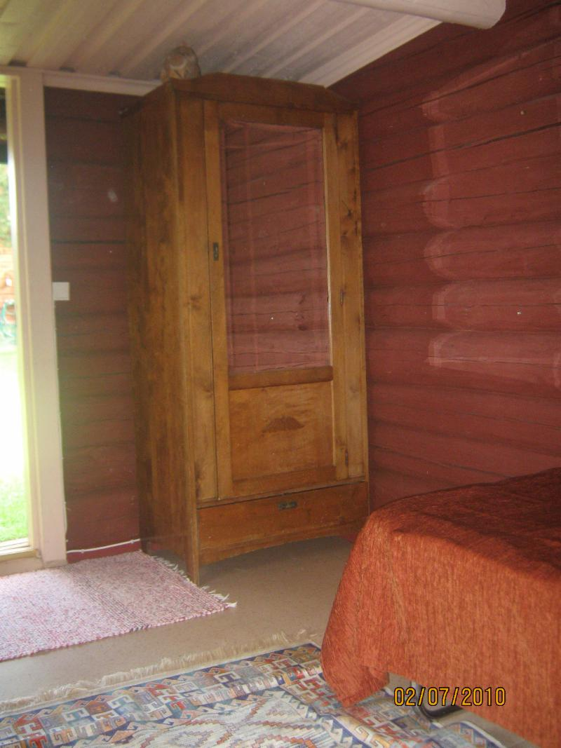 separate loft cabin (summer use only)