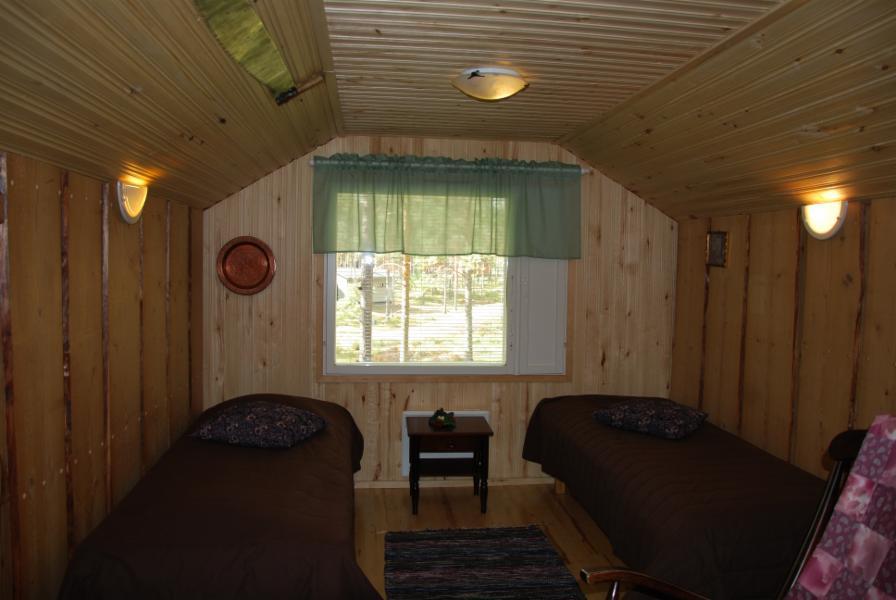 4. makuuhuone/alkovi yläkerrassa (vain verho