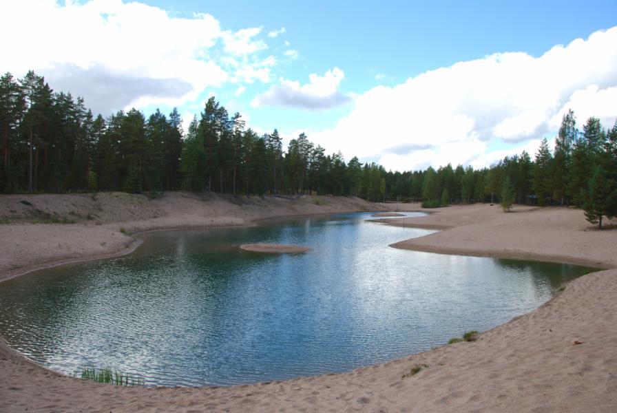 Perhepuiston uimapaikka, jonne 200 m mökiltä