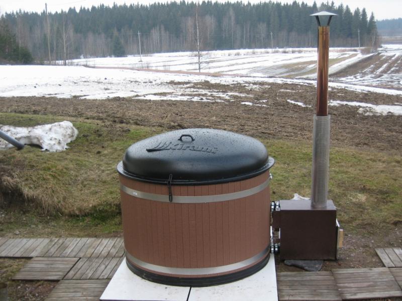 Kylpytynnyri sis. hintaan kesällä (touko-syyskuu). Kylmään aikaan (loka-huhtikuu) lisämaksusta 150e/vkl ja 250e/vko.