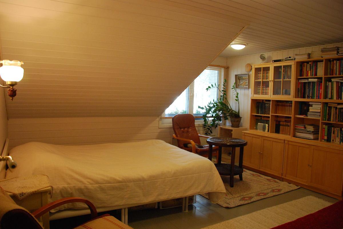 päärak. yläkerta makuuhuone 2