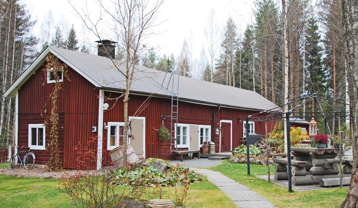 Suulirakennus, jossa kesämajoitushuoneet+ kesäkeittiö
