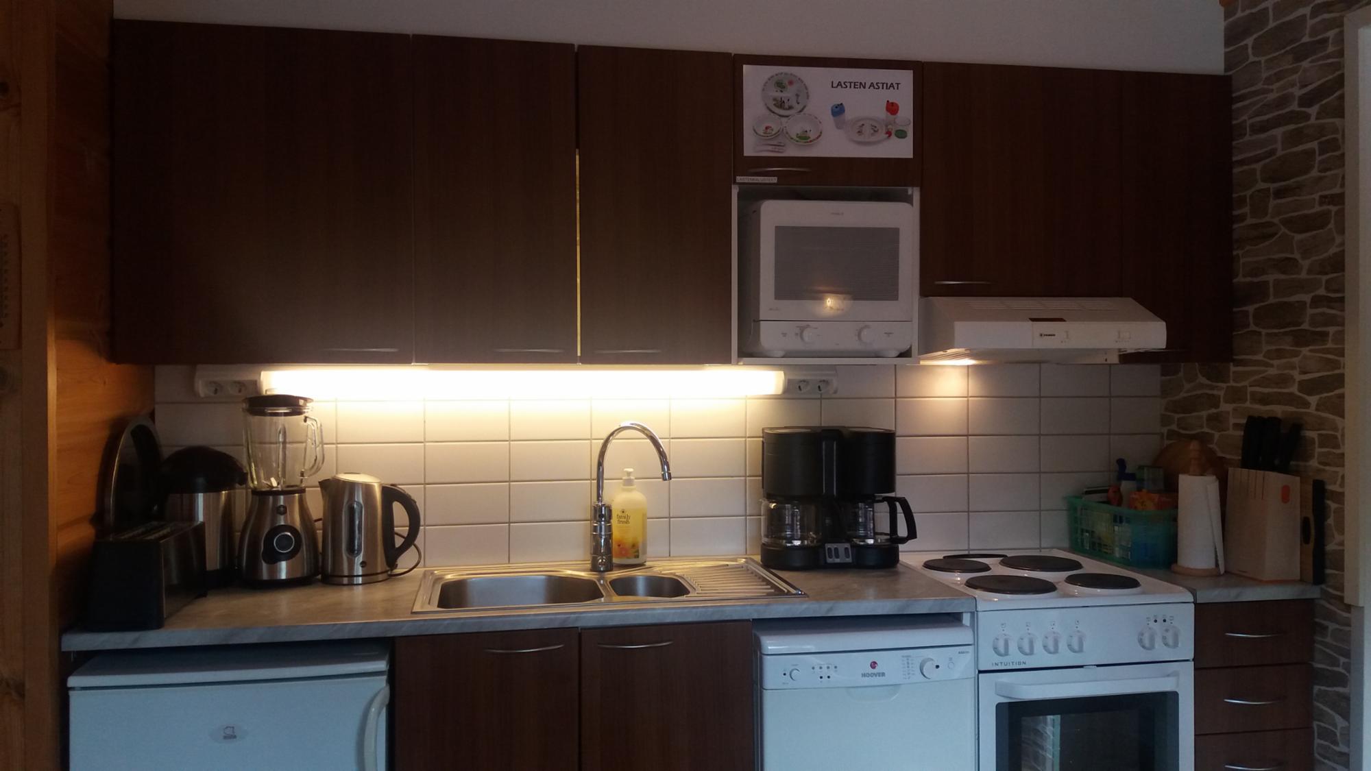 Keittiössä on nykyaikainen varustelutaso.