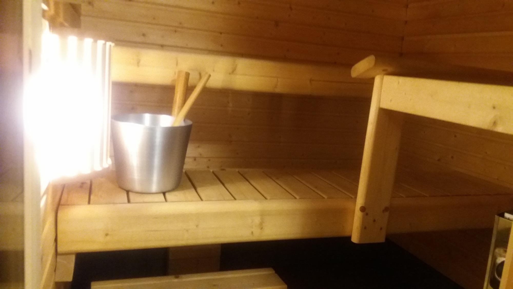Puhdas sauna, raikas ilmastointi ja lämpöiset löylyt.