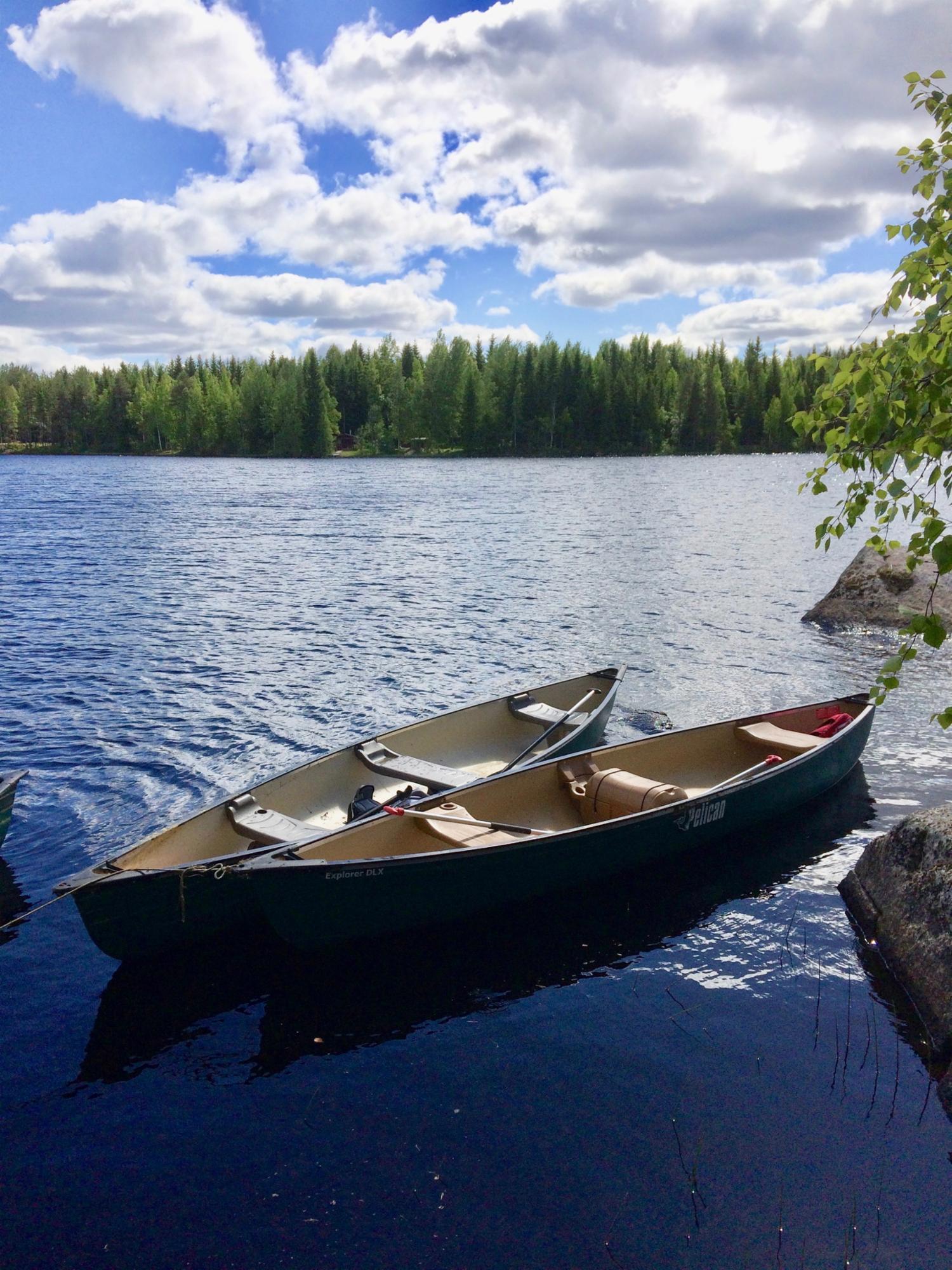 Kanootteja vuokralla Aurejärvellä (3 kpl 3 hlö kanootteja ja 1 kpl 2 hlö kanootti)