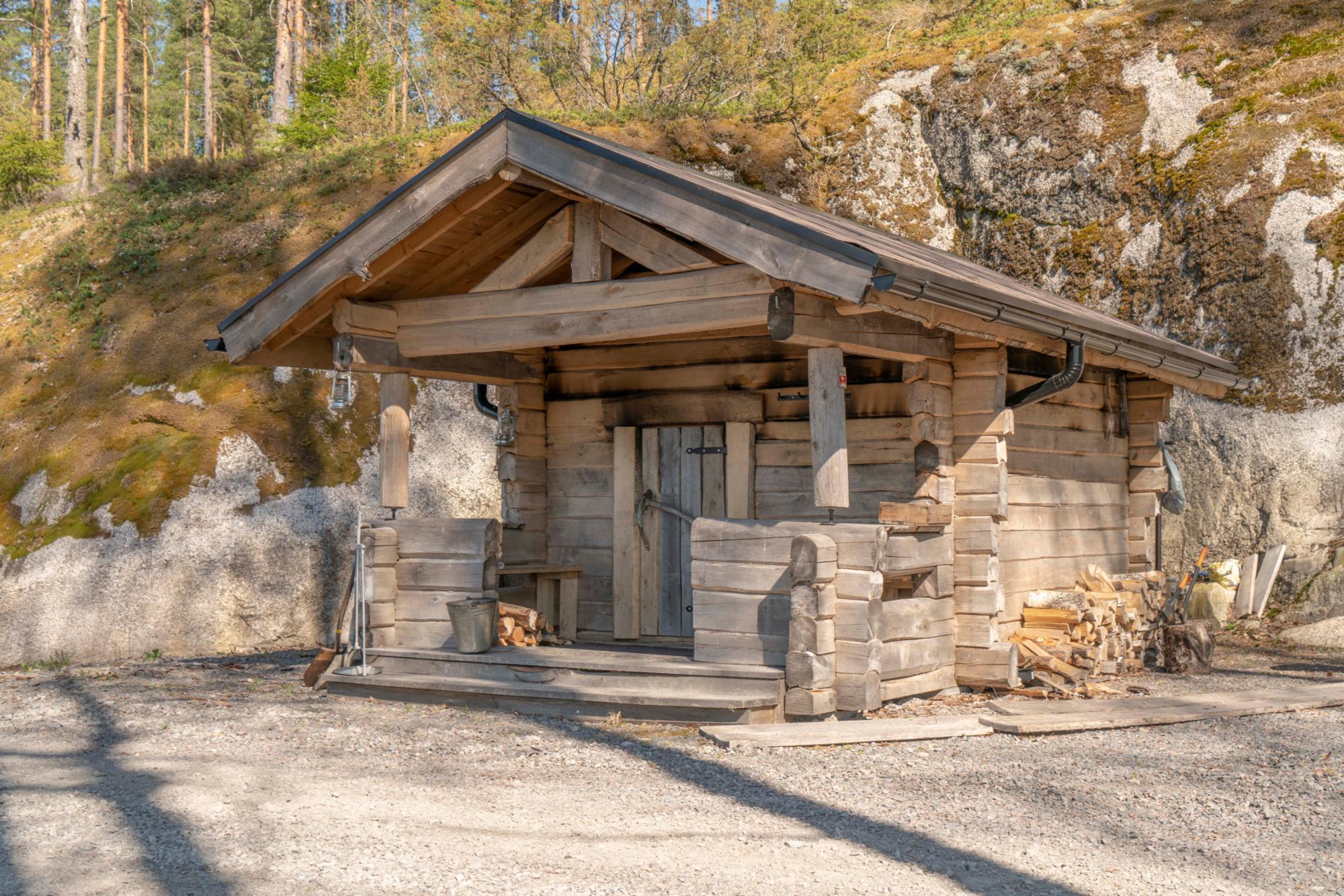 Smoke sauna with extra charge.
