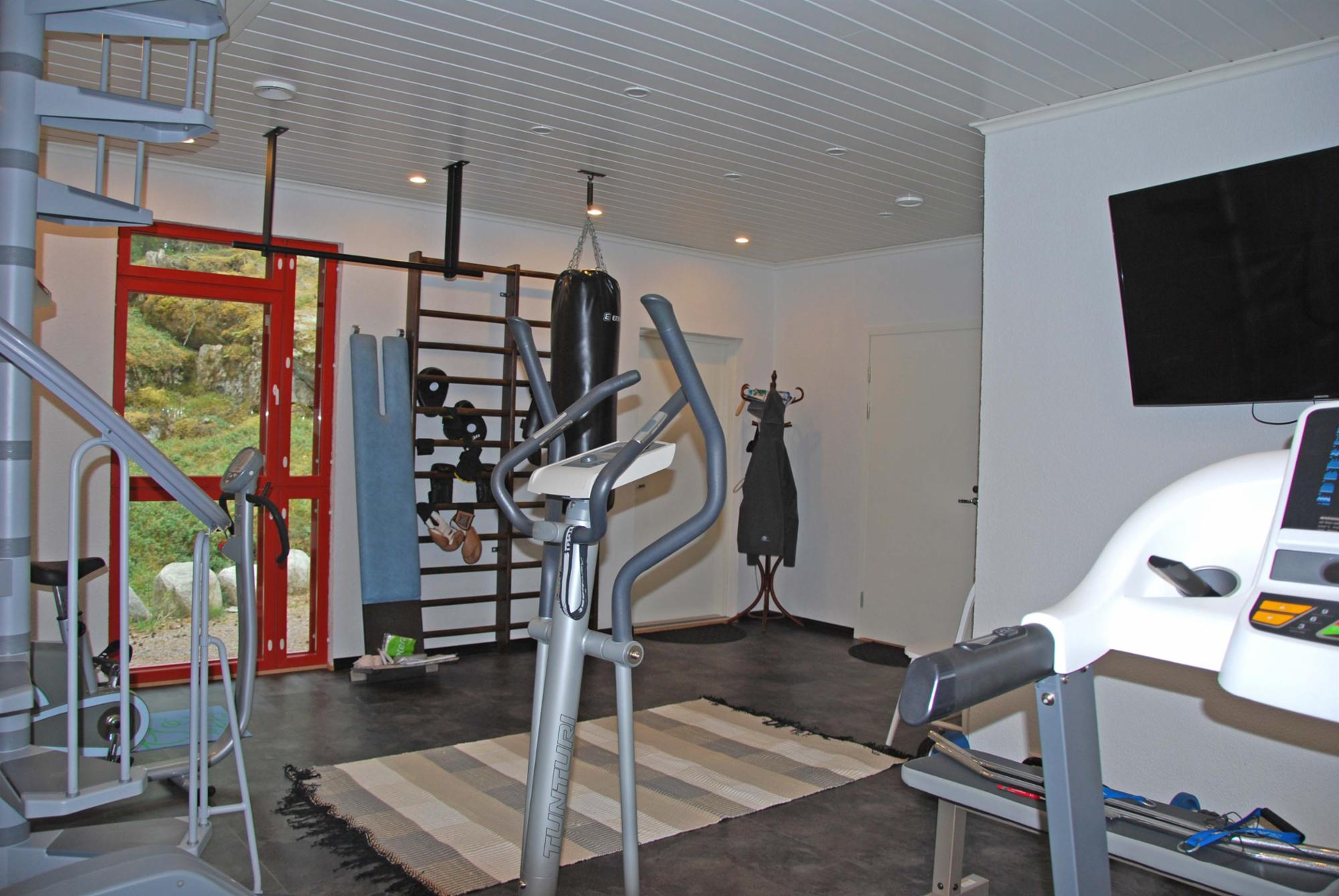 Entertaiment&gym centre with extra charge.