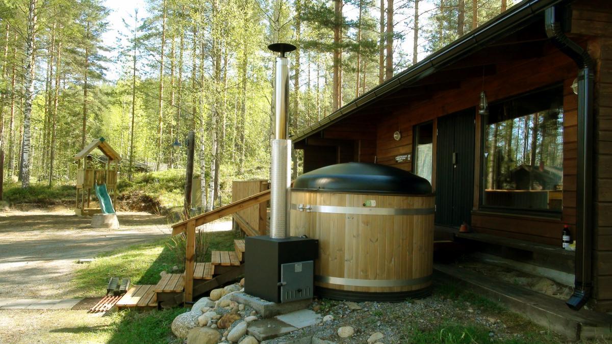 Small lake sauna